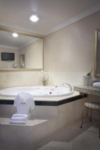 Habitación con cama extragrande y bañera de hidromasaje - No fumadores