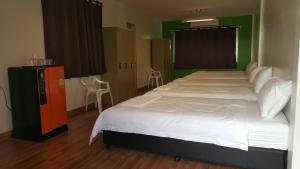 6-Single Bed Room with Private Bathroom