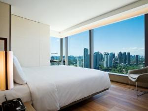 Urban Corner Room