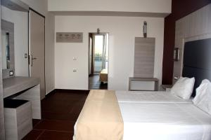 Karavos Hotel Apartments, Aparthotels  Archangelos - big - 25