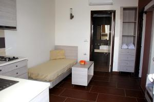 Karavos Hotel Apartments, Aparthotels  Archangelos - big - 26
