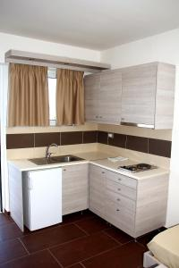 Karavos Hotel Apartments, Aparthotels  Archangelos - big - 27