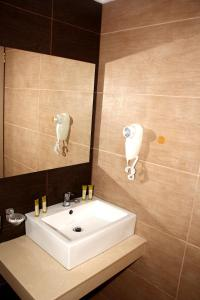 Karavos Hotel Apartments, Aparthotels  Archangelos - big - 28