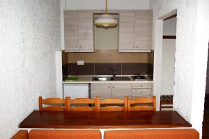 Karavos Hotel Apartments, Aparthotels  Archangelos - big - 33