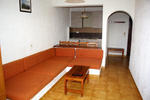 Karavos Hotel Apartments, Aparthotels  Archangelos - big - 34
