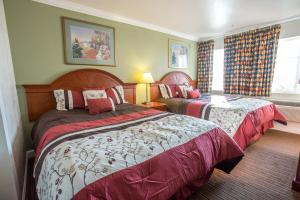 Queen Room with Two Queen Beds w/sofa bed - Smoking