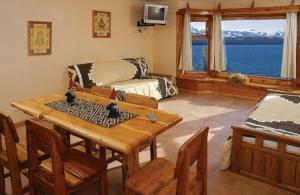 One-Bedroom Apartment with Lake View