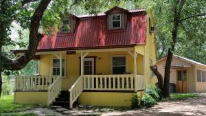 Olive Cabin, Lodge  Fredericksburg - big - 1
