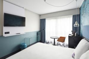 Privilege Room with large bed - non-smoking