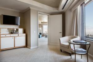 Suite with Bridge to Bridge View