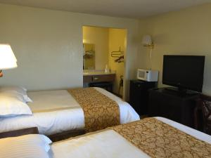 Standard Queen Room with Two Queen Beds - Smoking