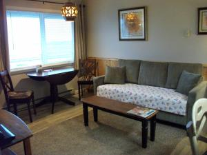 Apartment with Ocean View - Pet Friendly #102