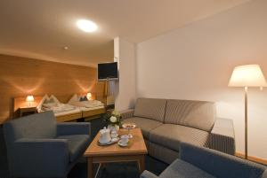 Hotel-Restaurant Bellevue, Hotely  Flims - big - 14