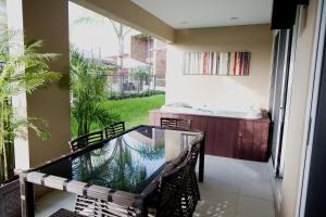 Three-Bedroom Villa with BBQ and Hot Tub - Resort View