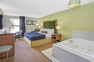 Days Inn by Wyndham Great Lakes - N. Chicago, Hotely  North Chicago - big - 6