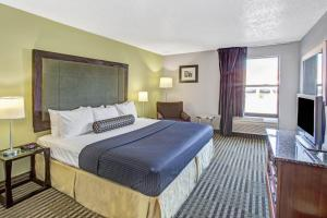 Days Inn by Wyndham Great Lakes - N. Chicago, Hotely  North Chicago - big - 13