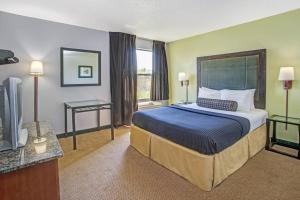 Days Inn by Wyndham Great Lakes - N. Chicago, Hotely  North Chicago - big - 8