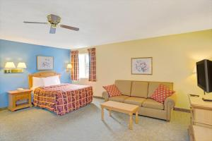 Family Suite with 2 Queen Beds / Non-Smoking