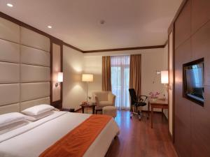 Royal Orchid Resort & Convention Centre, Rezorty  Bangalore - big - 6