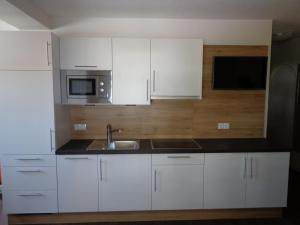 Ladis Living, Apartmanok  Ladis - big - 9