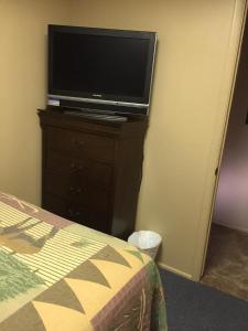 Three-Bedroom Double Kitchenette