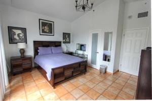 Executive Two bedroom Apartment with pool view