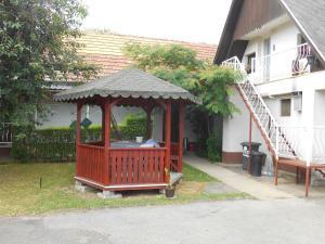 Ildikó Vendégház, Guest houses  Kerepes - big - 19