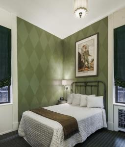 Petite Room with One Double Bed
