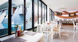 The Phu Beach Hotel, Отели  Ао Нанг Бич - big - 64