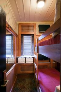 Bunk Bed Cabin with shared bathroom