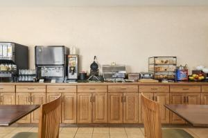 Country Inn & Suites by Radisson, Peoria North, IL, Отели  Peoria - big - 13
