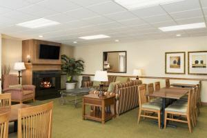 Country Inn & Suites by Radisson, Peoria North, IL, Отели  Peoria - big - 11