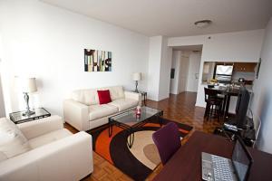 One-Bedroom Queen Suite
