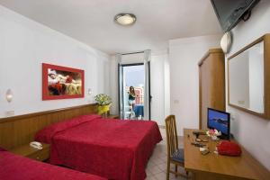 Hotel Acrux, Hotels  Gabicce Mare - big - 40