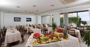 Hotel Acrux, Hotels  Gabicce Mare - big - 8