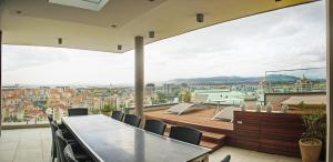 Three-Bedroom Apartment - Penthouse with Jacuzzi