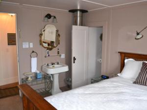 Fountain Queen Room