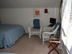 Standard Room with Queen and Single Bed