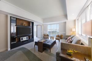 Twin Deluxe Terrace Suite