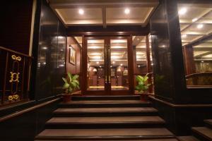 Seasons Hotel & Spa