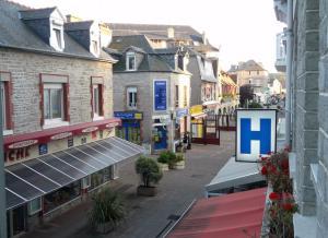 Hotel Les Arcades, Hotely  Saint-Cast-le-Guildo - big - 2