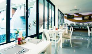 The Phu Beach Hotel, Hotel  Ao Nang Beach - big - 49