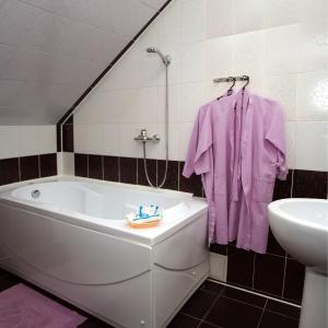 Hotel Baden Baden, Hotels  Volzhskiy - big - 57