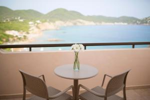 Invisa Hotel Club Cala Verde, Hotels  Es Figueral Beach - big - 4