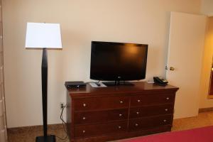 One-Bedroom King Suite - Non-Smoking/Upper Floor