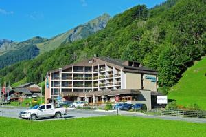Hotel Sardona, Отели  Elm - big - 74
