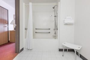 King Room - Disability Access-Non-Smoking