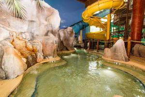 Cedar Point Castaway Bay Indoor Water Park, Hotely  Sandusky - big - 62