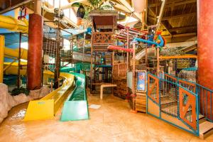 Cedar Point Castaway Bay Indoor Water Park, Hotely  Sandusky - big - 33