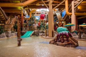 Cedar Point Castaway Bay Indoor Water Park, Hotely  Sandusky - big - 53
